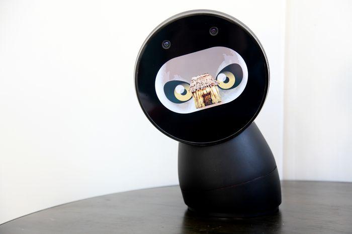 Jibo - первый в мире семейный робот
