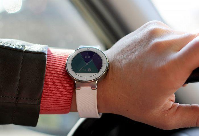 Обзор умных часов alcatel onetouch watch: доступный ответ moto 360